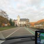 Bundesstraße schneidet mitten durch Schloss Gondorf