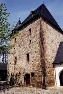 Burg Rittersdorf: Der Wohnturm aus der Zeit um 1300 / Foto: Wikipedia / MacElch (Rainer Kunze) / CC Attribution-Share Alike 3.0