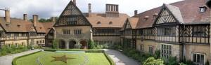 Schloss Cecilienhof: Das Rondell vor dem Haupteingang ist für 500 Euro zu mieten. 300 Leute haben dort Platz / Foto: Wikipedia/Gryffindor/gemeinfrei