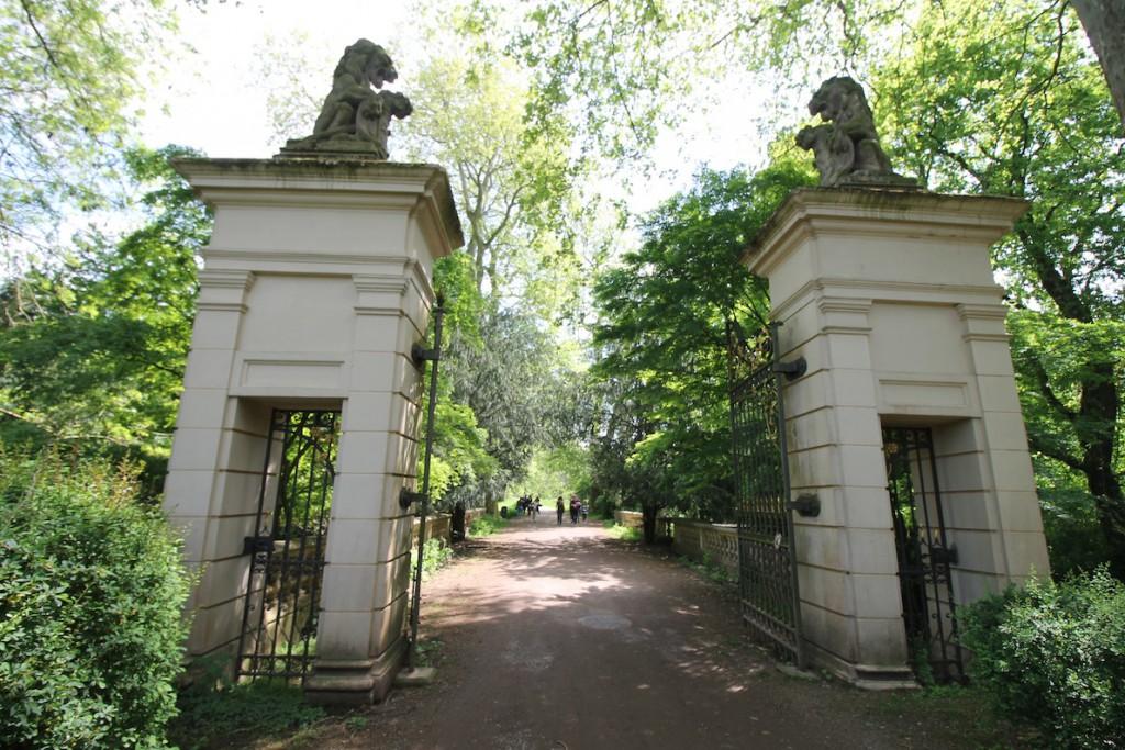 Das Tor von Schloss Türnich ist inzwischen wieder repariert...