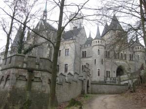 Schloss Marienburg als Fotokulisse fürs Brautpaar-Bild