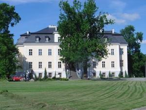 Beispiel für eine gelungene Sanierung und unverkäuflich: Gut Kreisau / Foto: Wikipdia/Robert Friebe/Robert96