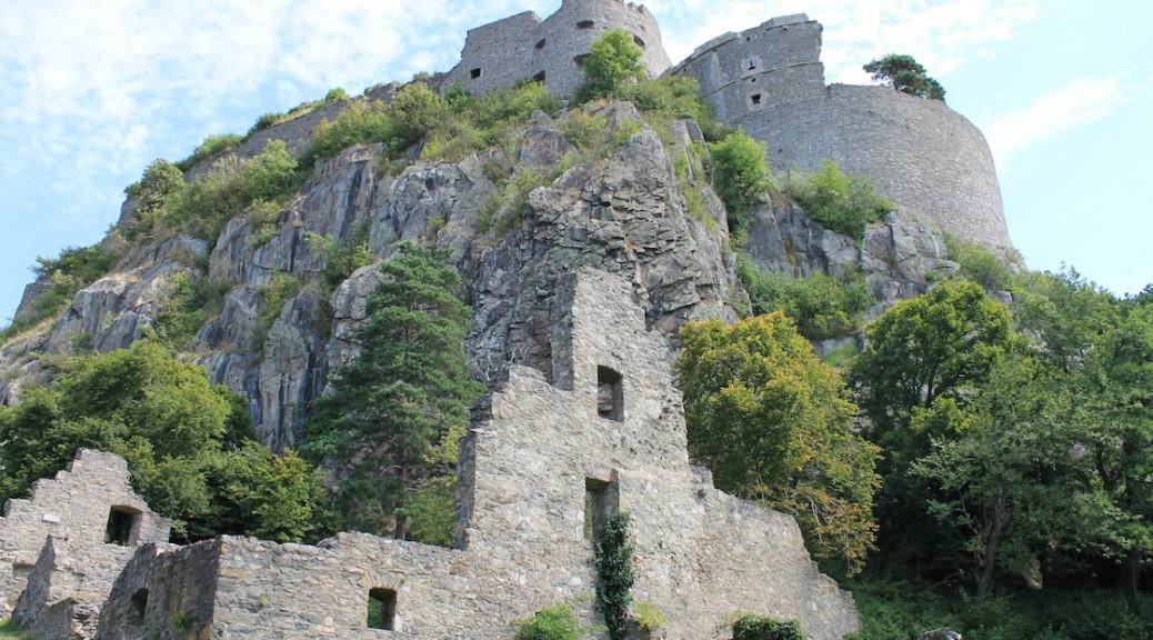 Die Ruine der Festung Hohentwiel bei Singen am Bodensee