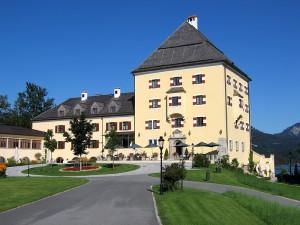 """""""Sissi-Schloss"""" Fuschl am Fuschlsee. Sissi wuchs auf Schloss Possenhofen auf und sah Fuschl nur im Vorbeifahren. Foto: Public Domain"""