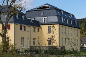 Rückseite von Haus Venauen / Foto: © CEphoto, Uwe Aranas / CC-BY-SA-3.0 (via Wikimedia Commons)