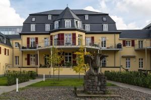 Haus Venauen mit Nazi-Adler im Innenhof. Sieben Jahre lang Gauschule der NS-Volkswohlfahrt / Foto: © CEphoto, Uwe Aranas / CC-BY-SA-3.0 (via Wikimedia Commons)