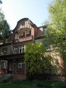 Die leer stehende Villa Planegg gehört mit zum Paket / Foto: Wikipedia / Wikswat / CC BY-SA 3.0 unported