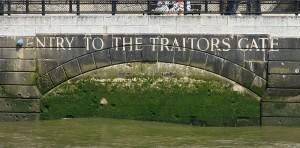Zugemauerte Durchfahrt: Aufschrift an der Themse-Seite des Tower / Foto: Wikipedia / Tyler Brenot / CC Attribution 3.0 Unported