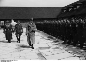 1937: Hitler besucht eine Kreisleitertagung auf der Ordensburg Vogelsang / Foto: Bundesarchiv / Bild 146-1985-108-27A
