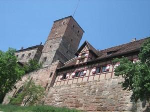 Brandgefahr: Auf dem Nürberger Burggelände gibt's immer noch einiges an Fachwerk.