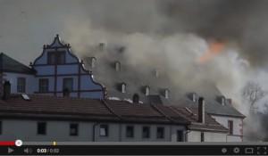 Der Großbrand auf Schloss Ehrenstein richtete massive Schäden an / Screenshot Youtube