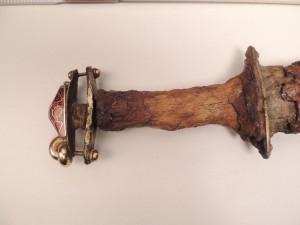 Das fast ein Meter lange Ringschwert aus einem Gräberfeld aus Krefeld-Gellep stammt aus dem 6. Jahrhundert n. Chr. Foto: LWL/Burgemeister