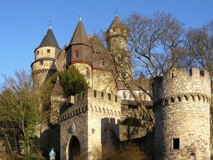 Schloss Braunfels: Geprägt von vielen Türmchen aus dem 19. Jahrhundert / Schloss Braunfels / Foto: Wikipedia/Ulrich Mayring/CC-BY-SA-3.0-migrated
