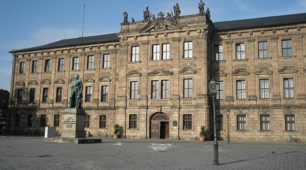 Schloss Erlangen heute. Vor 200 Jahren brannte der Bau aus. Foto: Burgerbe.de