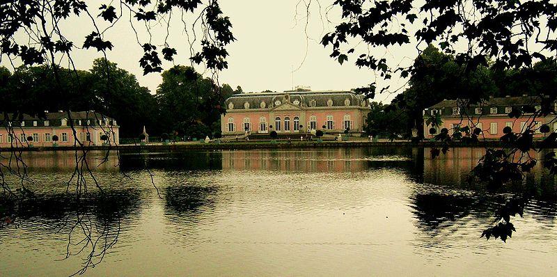 Schloss Benrath mit seinen Flügeln / Foto: Wikipedia /  Elkawe / Public Domain