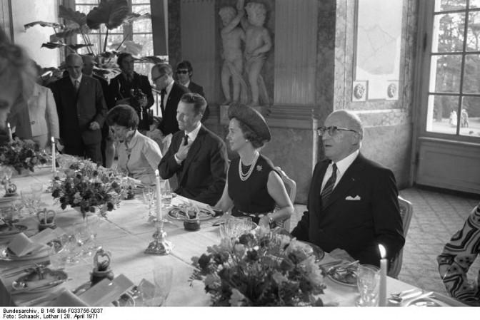 Staatsbesuch des belgischen Königspaars: Empfang im Schloß Benrath. Foto: Lothar Schaack / Bundesarchiv / CC BY-SA 3.0 DE