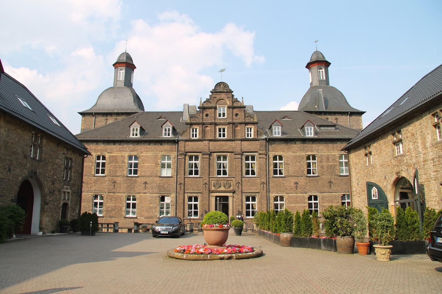 Schloss Hugenpoet: Südfassade des Herrenhauses / Foto: Burgerbe.de