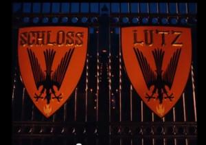 Im Kino wird Schloss Waldenburg zu Schloss Lutz (wer denkt sich solche Namen aus? Und was kommt jetzt als nächstes: Schloss Ingo?) Bild: Screenshot