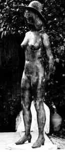"""Die gestohlene Bronze-Skulptur """"Mädchen mit Hut"""" / Foto: Polizei"""
