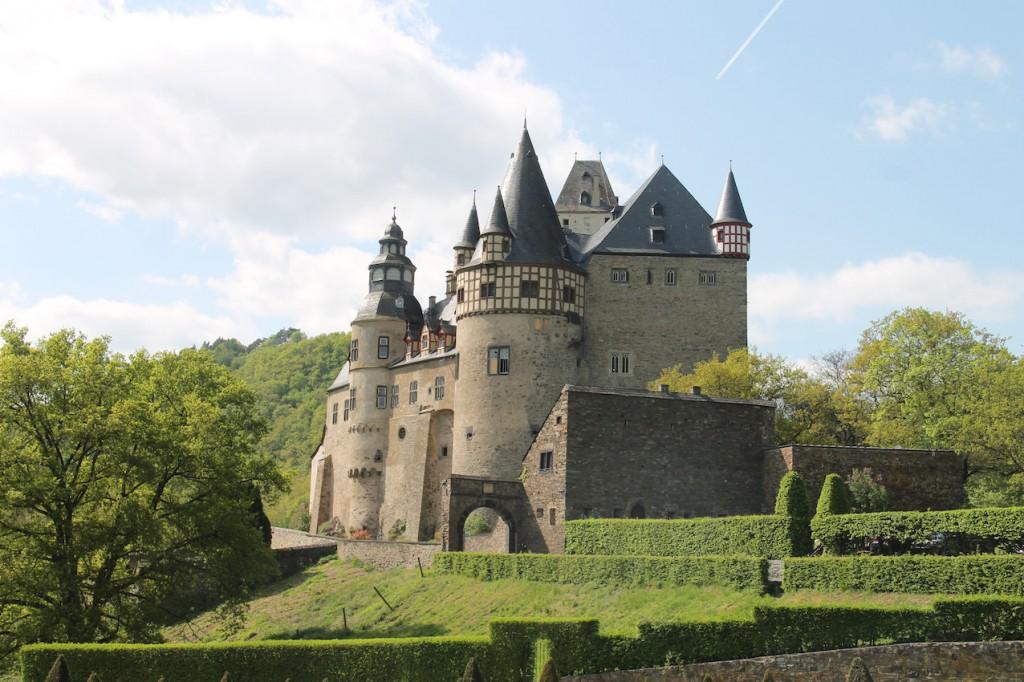 Schloss Bürresheim in der Eifel: Bei indiana Jones-Fans besser bekannt als Schloss Brunwald / Fotos: Burgerbe.de