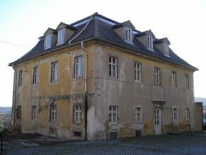 Eines der beiden symetrischen Kavaliershäuser / Foto: Wikipedia / Michael Sander / CC BY-SA 3.0