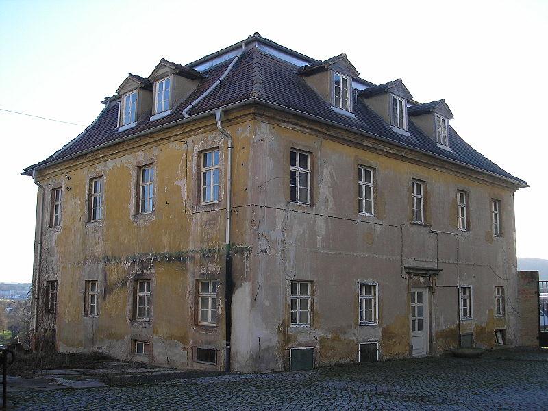 Eines der beiden symmetrischen Kavaliershäuser / Foto (wie auch Foto oben): Wikipedia / Michael Sander / CC BY-SA 3.0