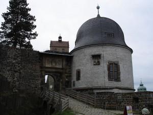 Portal zur Hauptburg und Schösserturm / Foto: Wikipedia / Thomas Henkel Hen.th