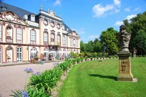 "Schloss Molsdorf wird zum Drehort des ""Dunklegräfin""-Dramas / Foto: Wikipedia / Nikolaus12345 / CC BY-SA 3.0"