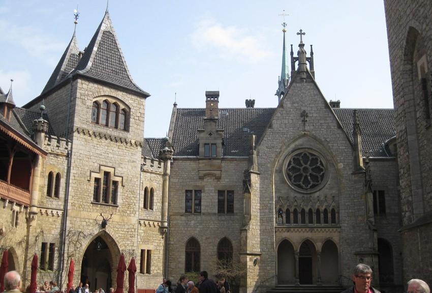 Der Innenhof von Schloss Marienburg / Fotos: Burgerbe.de