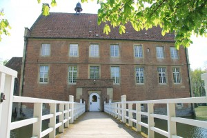 Burg Hülshoff gibt's nur mit Brücken