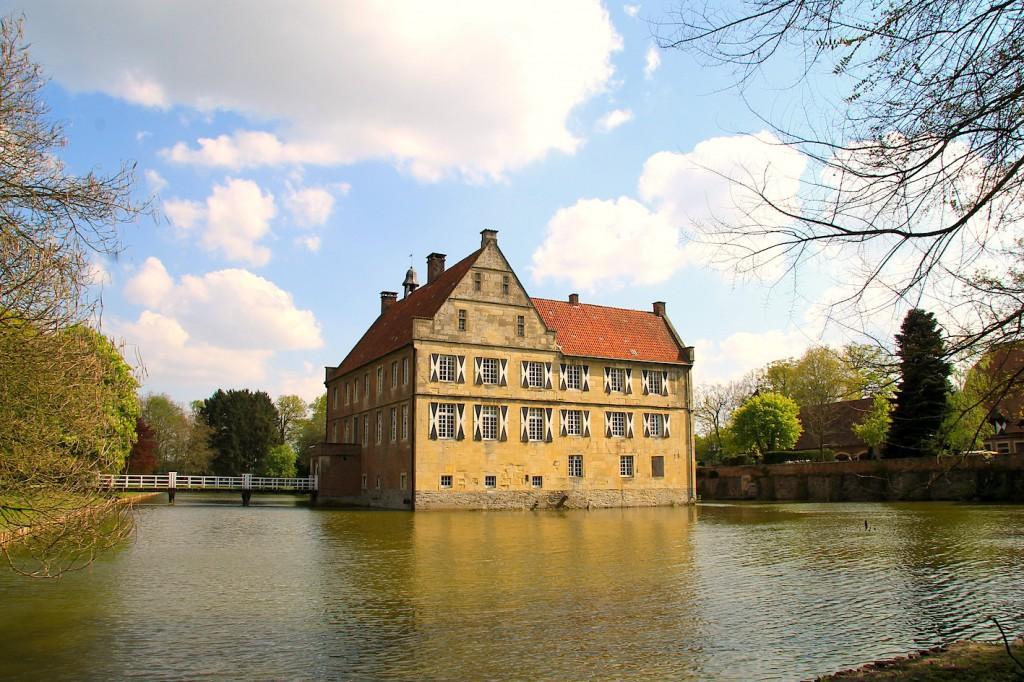 Burg Hülshoff wurde als Geburtsort der Dichterin Anette von Droste-Hülshoff bekannt