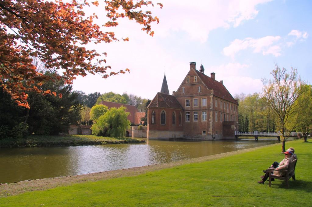 Entspannen im Garten von Burg Hülshoff