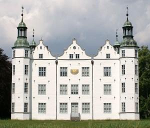 Die Südfassade von Schloss Ahrensburg / Foto: Wikipedia / PodracerHH / CC