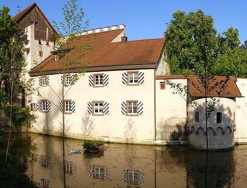 Schloss Beuggen: Das Torhaus von der Westseite / Foto: Wikipedia / Taxiarchos228 / CC BY 3.0 DE