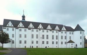 Gartenfassade des Nordflügels von Schloss Gottorf (rechts der Schlachtertum) / Foto: Wikipedia / PodracerHH /