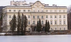 Schloss Leopoldskron - hier mit Blick auf die Festung  Hohensalzburg - soll zum Hotel werden / Foto: Wikipedia / MatthiasKabel / CC BY 3.0