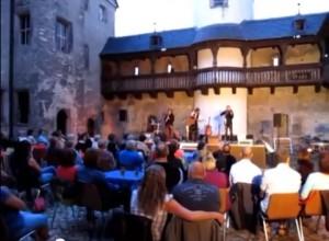 """Auftritt von """"The Aberlour's"""" im Hof von Schloss Kannawurf / Foto: Screenshot Youtube"""