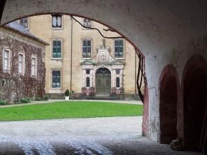 Blick in den Innenhof des Neuen Schlosses Baden-Baden / Foto: Wikipedia / 3268zauber