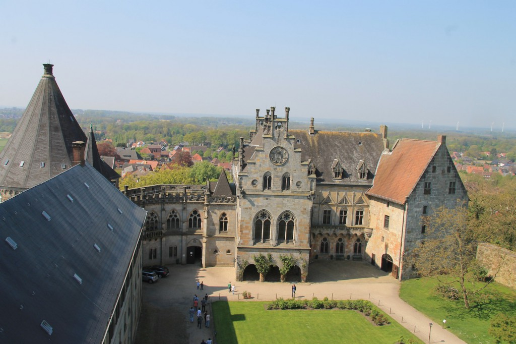 """Ein Drehort für """"Allein gegen die Zeit"""": Die Kronenburg im Hof der Burg Bentheim"""