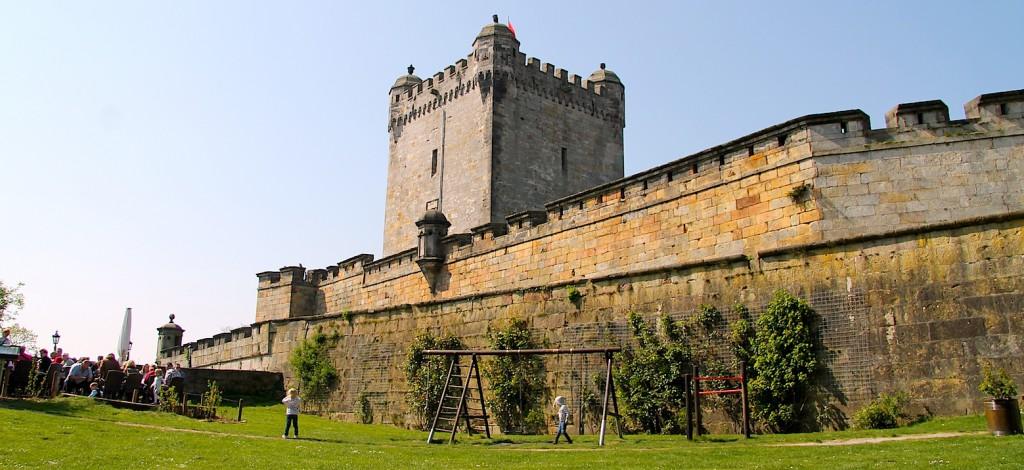 Burg Bentheim zeigt sich wehrhaft.
