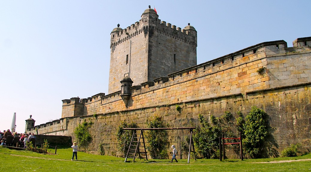 Burg Bentheim zeigt sich wehrhaft