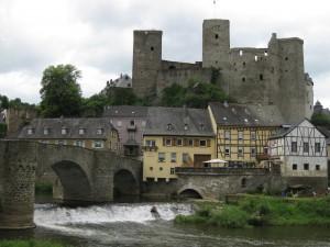 Burg Runkel mit Lahn-Brücke / Fotos: Burgerbe.de