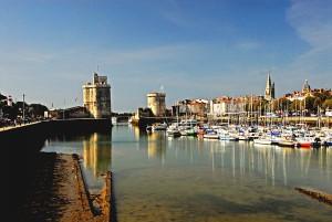 La Rochelle: Das Becken des Vieux Port mit den beiden Türmen