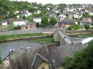 Blick von Burg Runkel auf die Lahnbrücke