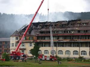 Ein Brand beschädigte Schloss Elmau 2005 schwer: Hier der Südflügel / Foto: Wikipedia / Bwrambo