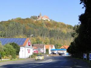 Das Schloss ist schon von weitem sichtbar... Foto: Wikipedia / Ingmar Runge / CC BY 3.0 DE