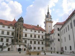 Innenhof von Schloss Hartenfels / Public Domain