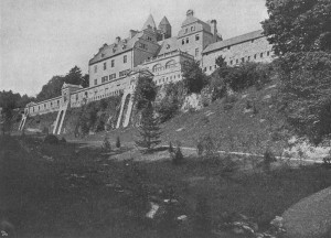 So sah das Schloss 1904 kurz nach dem Kauf durch August Thyssen aus / Foto: gemeinfrei