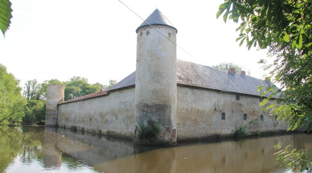 Die Weiße Burg Friesheim steht zum Verkauf / Foto: Burgerbe.de