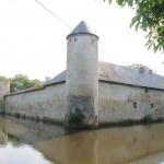 Weiße Burg Friesheim: Wasserburg zu verkaufen